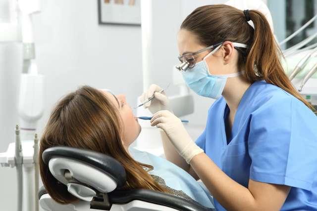 Под коронкой сгнил зуб: что делать, какие способы лечения при воспалении и при полной порче корней, как ухаживать за протезами и основные причины проблем