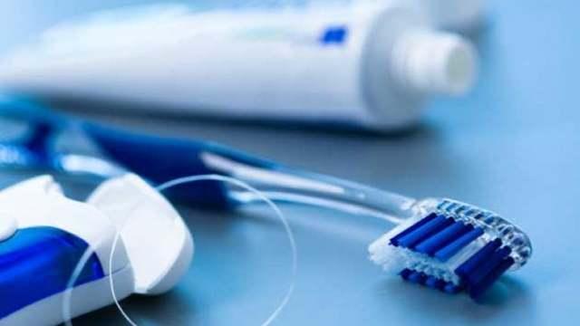После имплантации зубов: что нельзя делать и что разрешено, чем лучше полоскать рот, каковы последствия операции в норме и какая бывает патология?