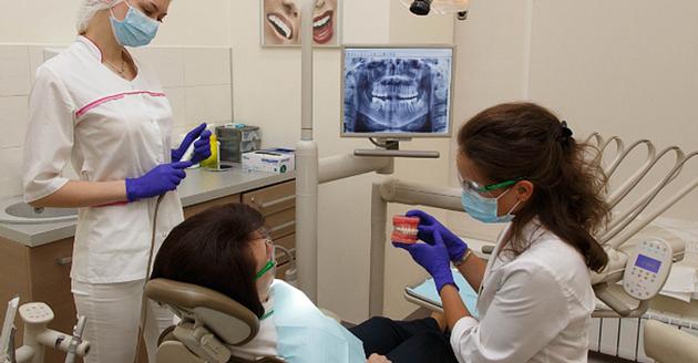 Ортодонт в стоматологии: кто такой этот врач и что лечит зубной доктор, который так называется, какими методами, что делает детский и чем он занимается со взрослыми?