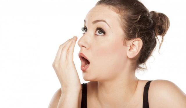 Зубные протезы: чем обрабатывать съемные из пластмассы, на крючках и иные, как правильно пользоваться и ухаживать, чем их чистить?